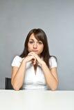 少妇在办公室 免版税库存图片