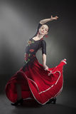 少妇在黑色的跳舞佛拉明柯舞曲 免版税库存照片