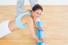 少妇在医院做在健身房的俯卧撑 库存照片