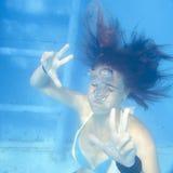 少妇潜水 免版税库存图片