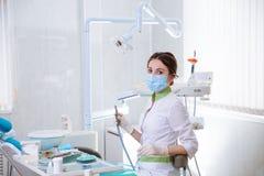 少妇牙医在工作在办公室 概念的健康 库存图片