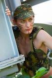少妇纵向军人伪装的 免版税库存图片