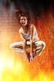 少妇舞蹈演员跳 免版税库存图片