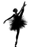 少妇芭蕾舞女演员跳芭蕾舞者跳舞剪影 免版税库存图片