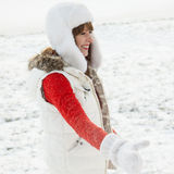 少妇获得一个乐趣在冬天 库存照片