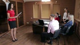 少妇讲企业队在会议上 股票视频