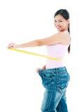 少妇评定的腰围 免版税库存照片