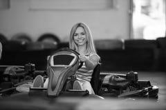 少妇驾驶去Kart Karting种族 图库摄影