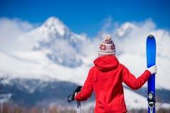 少妇滑雪 免版税库存图片