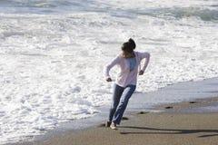 少年亚裔海滩的女孩 库存图片