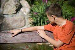 少年单独的男孩 图库摄影