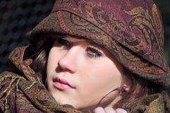 少年女孩的头巾 免版税库存照片