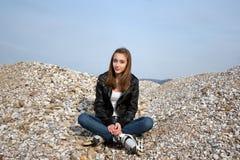 少年女孩的直排轮式溜冰鞋 库存图片