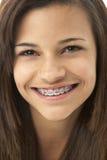少年女孩纵向微笑的工作室 库存图片