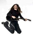 少年女性吉他弹奏者的岩石 免版税库存图片