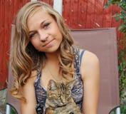 少年猫的女孩 库存照片