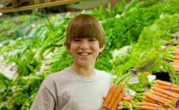 少年男孩的购物 图库摄影