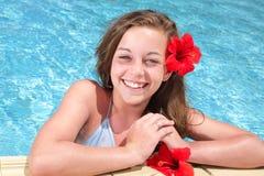 少年美好的女孩池的游泳 库存图片