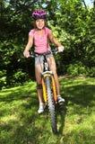 少年自行车的女孩 图库摄影