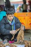 少数族裔在老东范market供以人员卖香烟, 库存图片