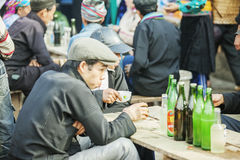 少数族裔在餐馆供以人员,在老东范market 库存图片