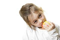少许吃女孩的苹果 库存照片