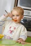 少许吃的男孩 库存图片