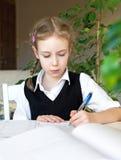 少许执行女孩她的家庭作业 库存图片