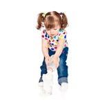 少许牛奶倾吐的女孩 免版税图库摄影