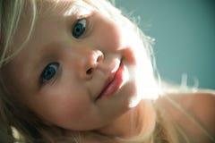 少许蓝眼睛的金发碧眼的女人 免版税库存照片