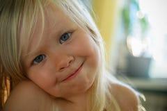 少许蓝眼睛的金发碧眼的女人 图库摄影