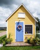 少许黄色之家 免版税库存图片