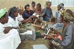 少量银行存款项目埃赛俄比亚的妇女 免版税库存图片