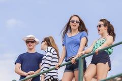 少年假日海滩乐趣 免版税库存照片