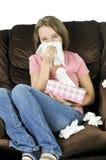 少年冷的女孩 免版税库存图片