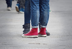 十几岁夫妇腿 免版税库存图片