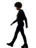 年轻少年女孩妇女走的悲伤阴影剪影isol 免版税库存照片