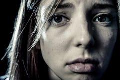 少年女孩或妇女看起来重音和痛苦遭受的消沉的哀伤 免版税库存照片