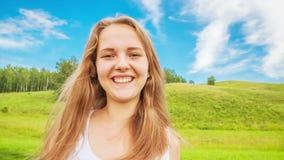 少年女孩由网络摄影沟通 影视素材