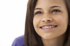 少年女孩纵向微笑的工作室 库存照片