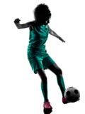 少年女孩足球运动员被隔绝的剪影 免版税库存图片