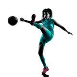 少年女孩足球运动员被隔绝的剪影 免版税图库摄影