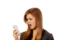 少年妇女尖叫对电话 库存照片