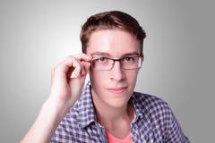 年轻少年学生严肃的面孔 免版税图库摄影