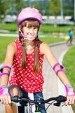 少年循环的女孩 库存图片