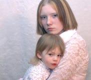 少年母亲的姐妹 免版税库存图片