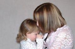 少年母亲的姐妹 免版税库存照片