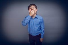 少年男孩10年欧洲出现变褐 免版税库存图片