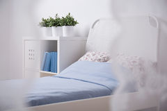 少年的舒适睡觉区域 免版税库存图片