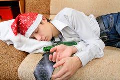 少年睡眠用啤酒 库存照片